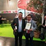 Miguel Turón y Antonio Arta en Biofach posan con el premio