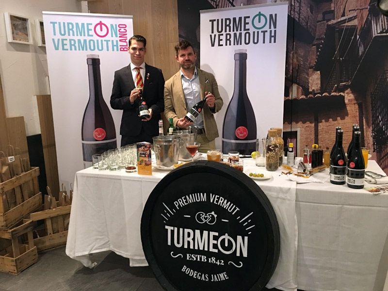 El vermut premium Turmeon inunda las calles de Zaragoza con su innovadora imagen y su clásico sabor