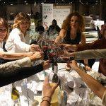 Mujeres Diviñas brindando en el Aura