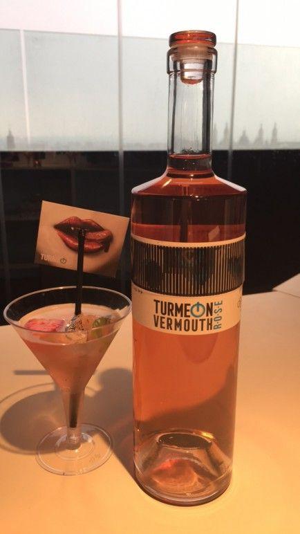 Botella del vermut Turmeon Rosé