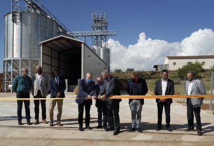 El presidente de las Cortes de Aragón, el consejero de Agricultura y el alcalde Aniñón cortan la cinta inaugural