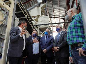 Pere Colat, presidente de Unió Nuts, explica el funcionamiento de las instalaciones