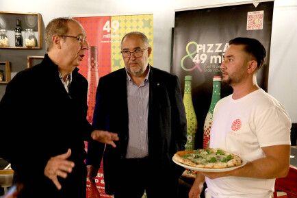 Ramón Castillón, de Marchando, conversando con Rafael de la Fuente y Christian Ogea.