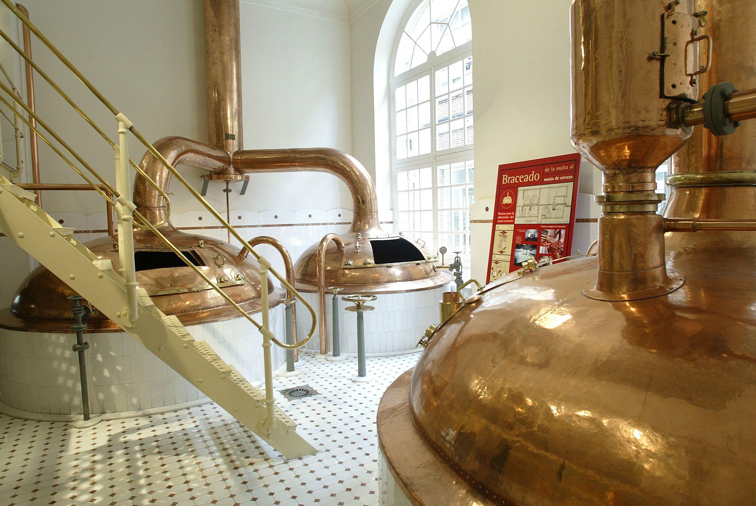 La antigua fábrica de La Zaragozana acoge este fin de semana el Zaragoza Beer Festival