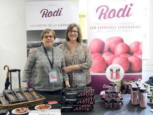 Blanca y Mari Rodríguez junto a sus productos