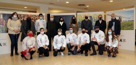 Foto de familia calendario solidario Cocineros de Aragón 2020