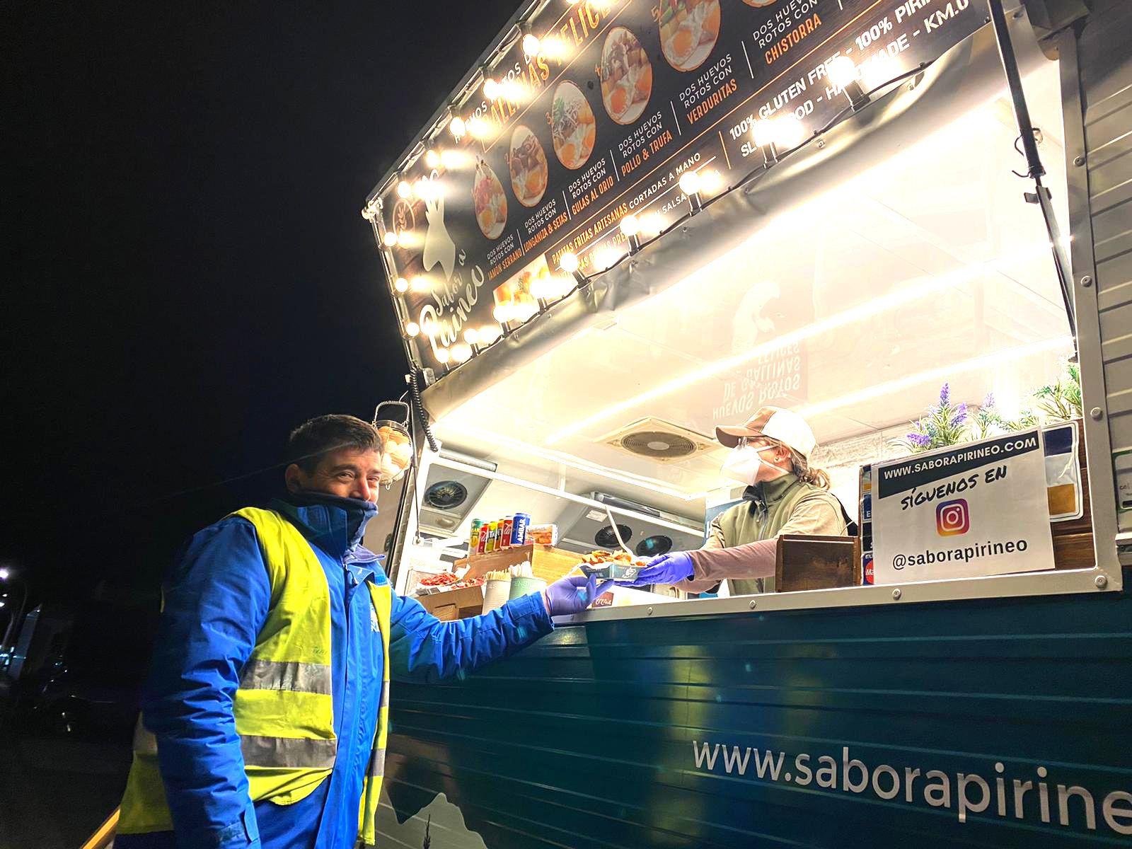 La food truck Sabor a Pirineo ha ofrecido cerca de 3000 cenas gratuitas a los transportistas de Mercazaragoza