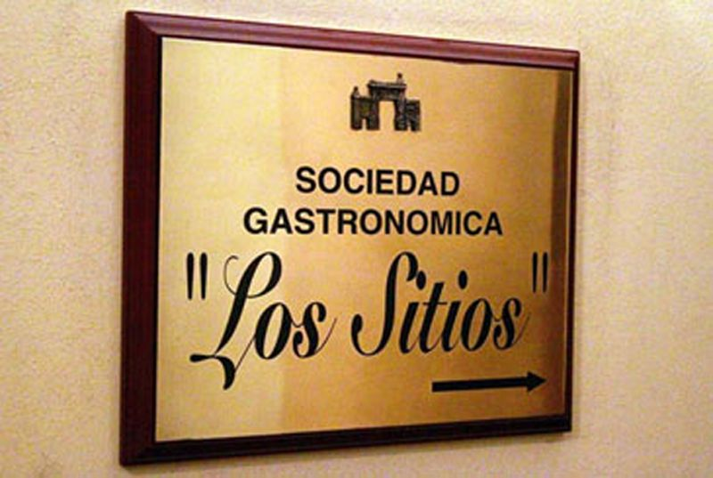 La Sociedad Gastronómica Cultural Los Sitios rinde homenaje con una comida a sus veinte años entre fogones